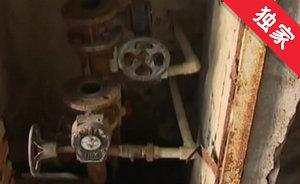 【视频】自来水管道常年漏水 墙体酥裂发霉影响大