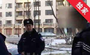 【视频】俩男子因停车问题发生口角 无奈报警解决