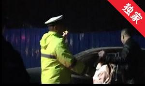 【視頻】一男子酒駕遇交警想換位置被識破