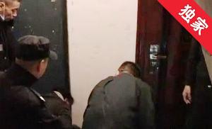 【視頻】一中年男子暈倒樓道 居民急報警