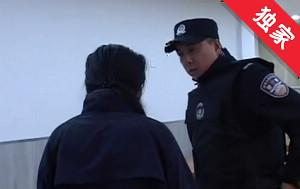 【视频】女子砸碎饭店鱼缸 警方调解赔偿损失