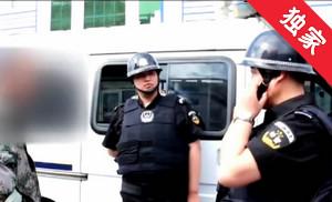 【视频】司机撞倒路人箱子 耽误行程女子索要赔偿