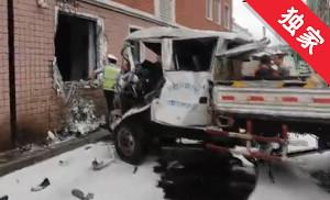 【视频】安图一辆大货车失控冲出护栏撞上居民楼