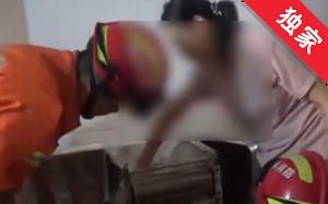 【視頻】一女子遭壓面機絞手 消防隊員緊急救援