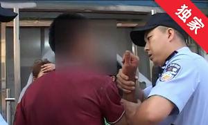 【视频】业主家中就餐 男子闯入打人