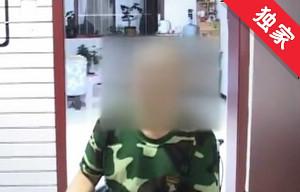 【视频】一男子跳楼轻生受伤 民警联系救助