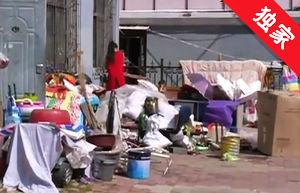 【视频】废品楼下堆 居民有怨言