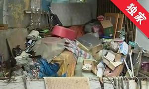 【视频】捡拾杂物堆放小区 居民生活受影响