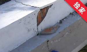 【视频】施工落石砸坏小区围栏 居民有意见