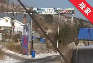 【视频】电线杆倾斜公交车难驶入 村民出行受影响