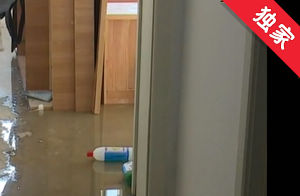 【视频】下水管道返水殃及住户 社区帮忙协调维修