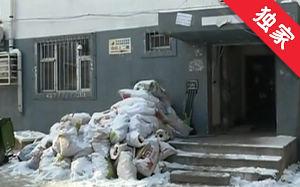 【视频】建筑垃圾堆门口 影响出行居民有意见
