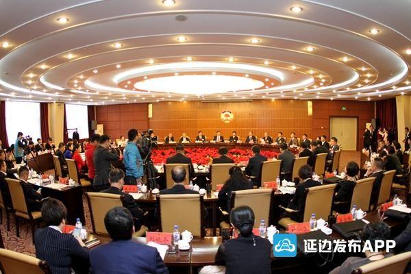 圖集|姜治瑩參加政協聯組討論