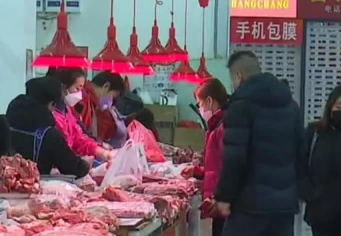 【视频】市场全面消毒 做好疫情防控工作
