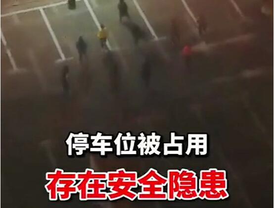 【网友爆料】延吉开发区某小区楼下停车场成了广场舞聚集地!