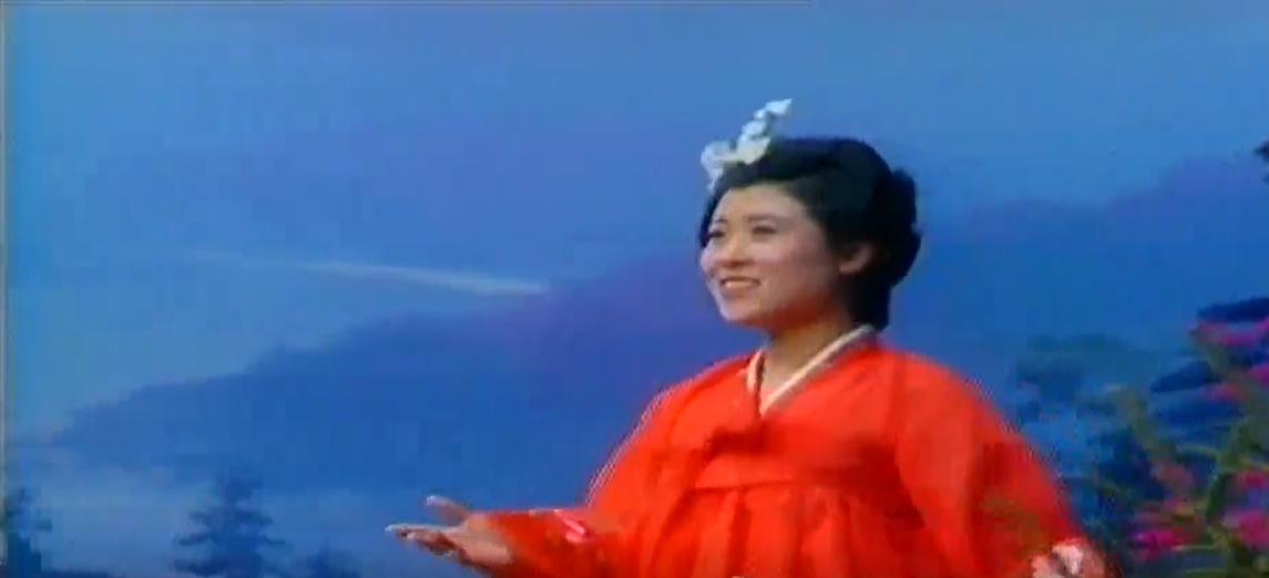 """[그때 그시절/추억의 영상] 1988년 연변TV음력설야회 """"래일이 웃는다"""" - 윤행성"""