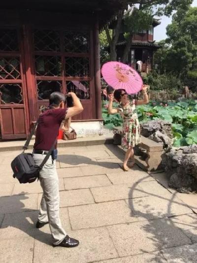 听说中国妈妈出门旅游,画风是这样的哈哈哈哈哈……