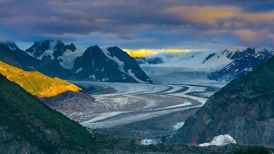 紧邻然乌湖,这个被冰川环绕的小村庄才是进藏路上最美的存在