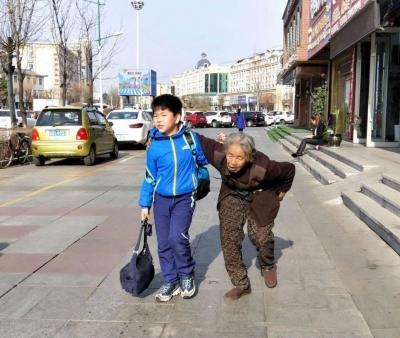 """""""我想成为雷锋一样的人""""记""""感动珲春好少年""""刘梓豪"""