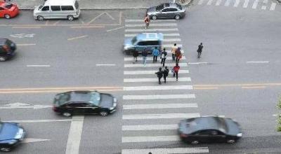 全省6个城市实名曝光斑马线车不礼让行人,延吉10起!