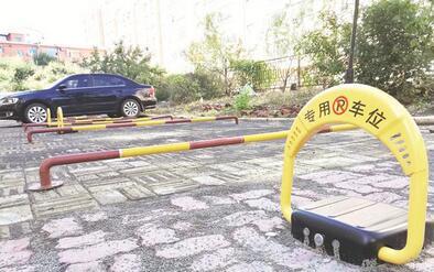 延吉市滨河嘉园小区绿地改成停车场 有人欢喜有人愁