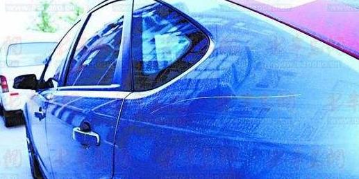 延吉市某小区一夜间11台车被划 其中一辆维修费高达上万元