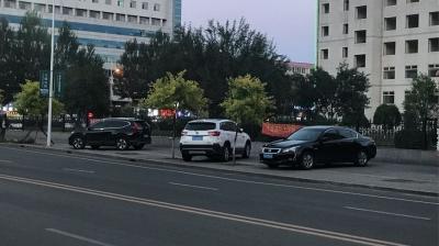 在人行道停放机动车,是否违法?