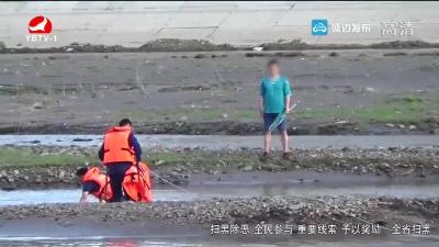 消防人员救出一被困布尔哈通河内的男子