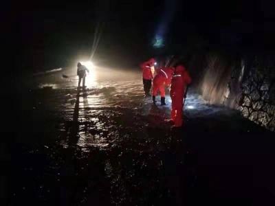 汪清县日兴公路养护公司连续奋战确保公路正常通车
