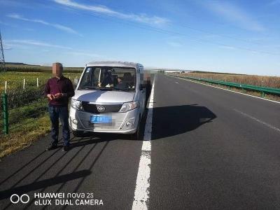 高速公路公安局敦化分局查处一起无证驾驶违法行为