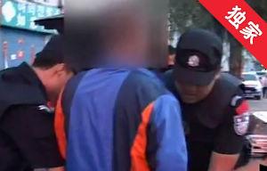【视频】男子醉酒与人争执 劝架者报警