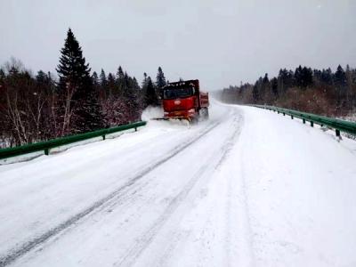 和龙市兴和公路养护公司以雪为令 持续作战保障公路安全畅通