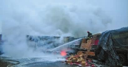 珲乌高速长春往吉林方向446公里处发生交通事故  多车相撞 无人伤亡