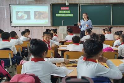 延吉市举行《中小学青春期心理健康教育课程内容及实施方式的研究》课题研讨活动