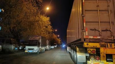 投诉:延吉军民路东段大车小车停放严重
