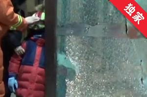 【视频】危急!4岁儿童手臂被夹酒店旋转门