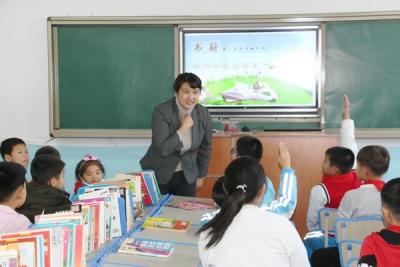 延吉市进学小学开展校长与学生共读书活动