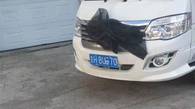 太嚣张:殡葬车遮挡车牌,更改车牌号码