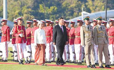习近平出席缅甸总统举行的欢迎仪式