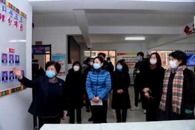 尹朝晖调研网格化疫情防控工作