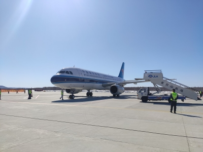 飞机刚刚降落!最可爱的人,他们回来了!
