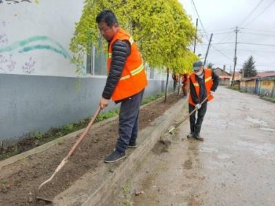 和龙公路养护公司改善村容村貌 助力脱贫攻坚