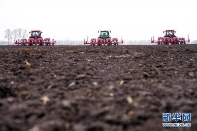 """习近平总书记关切事丨让农民挑上""""金扁担""""——农业现代化的生动实践扫描"""