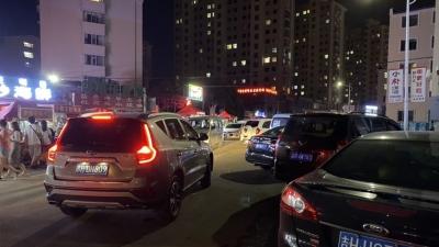延吉:北大夜市随意停车,附近住户有家回不去