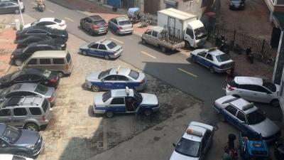 龙井:跑线出租车在小区内乱停乱放,致交通不便
