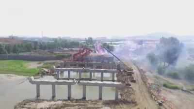 敦化敖东大桥危桥改造工程首片箱梁架设成功