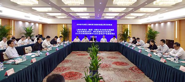 景俊海出席重点项目洽谈会并见证有关方面签约