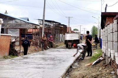 修路、养殖两不误,敦化市江南镇两民生项目开工