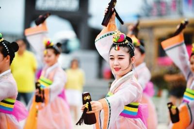 图片新闻:最炫民族风 特色乡村游