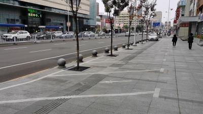 延吉:网友质疑:为啥只有这里的栏杆不拆除?